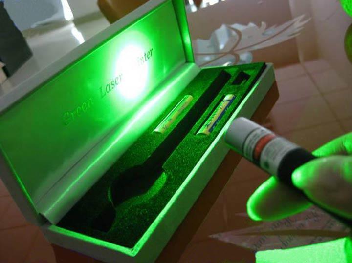 携帯型50mwレーザーポインター グリーン