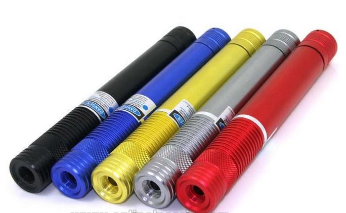 高出力緑色レーザーポインター 3000mW緑色レーザー懐中電灯 防水·防塵構造