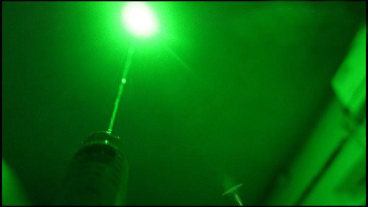 超強力レーザーポインター 調節可能な焦点緑色レーザー懐中電灯