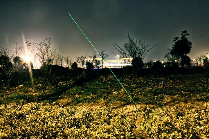 5000MW超強力レーザーポインター 調節可能な焦点緑色レーザー懐中電灯