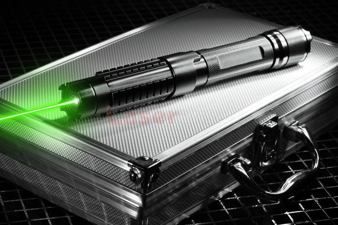 高出力の5000mw緑色レーザーポインター