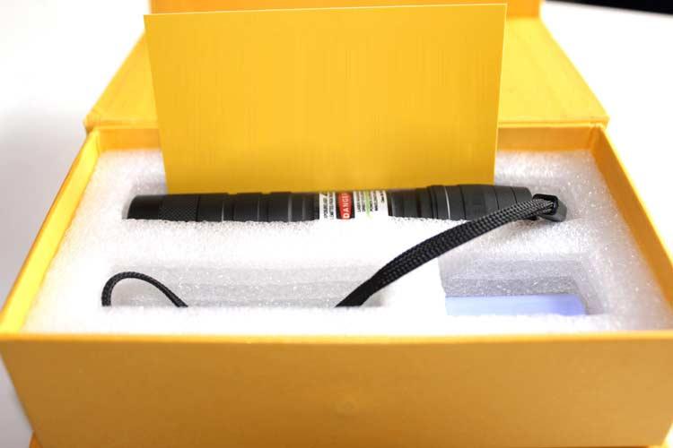 人気 グリーンレーザー懐中電灯 HTPOW 小型レーザーポインター