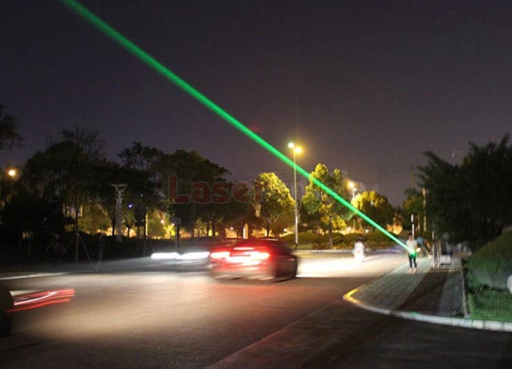 カラス退治レーザーポインター500mW緑色レーザーポインター最強 鳥駆除レーザー 懐中電灯