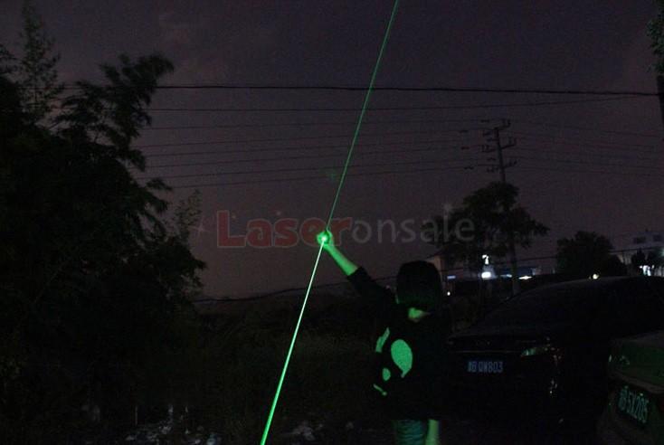 発光状態の緑レーザーソード 満天星 KTV