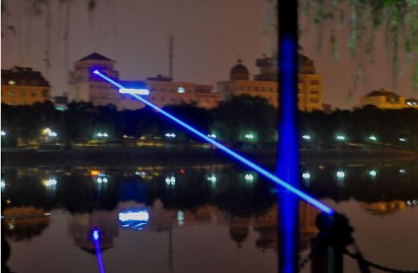 青色レーザーポインター機能が強くて、価格も激安ですブルーレーザー