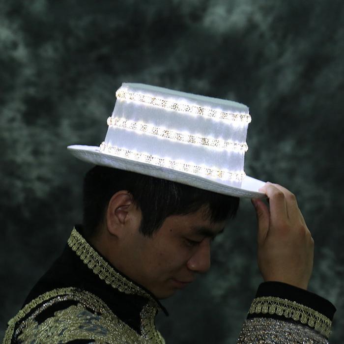 光る 帽子