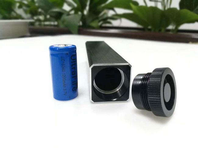 青いレーザー測定器